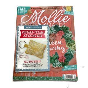 Mollie Makes UK Issue 82 11/17 Custard Keyring Kit